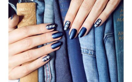 Dżinsowy lakier do paznokci marki Nails Inc.