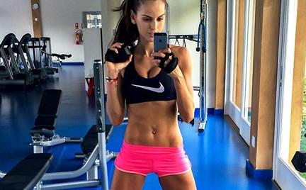 Aniołek Victoria s Secret na siłowni. Zobacz jak trenuje Izabel Goulart