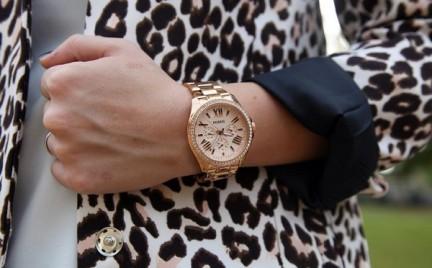 Różowe złoto i sportowe inspiracje. Nowości w świecie zegarków