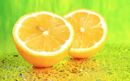 6 powodów dla których warto rano pić wodę z cytryną