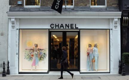 Chanel ugina się pod naciskiem klientów. Znamy datę uruchomienia sklepu internetowego