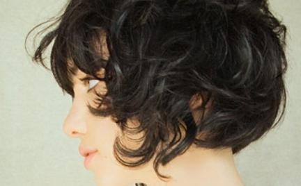 Style Book najmodniejsze fryzury z włosów półdługich