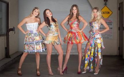 Śmieci w wersji glam. Sukienki z recyklingu w cenie
