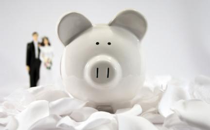 Pan płaci pani płaci wszyscy płacą. Kto i za jaką część budżetu ślubnego odpowiada