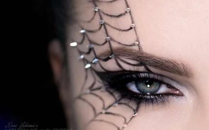 Makijaż: Pajęczyna z ćwiekami na Halloween