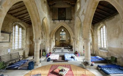 Snobka w podróży: champing czyli wakacje w kościele