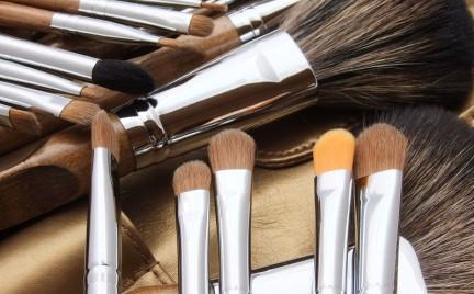 Tajemnice kosmetyków: pędzle do makijażu pędzel wachlarzowy