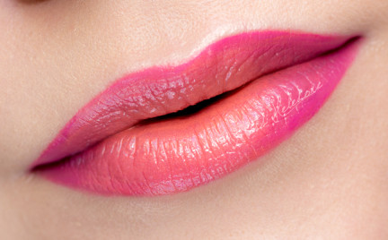 Makijaż: Duochromatyczne usta na lato