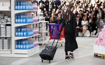 Hit czy kit: designerski wózek na zakupy