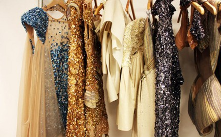 Jak prać koronkowe aksamitne i zdobione cekinami ubrania