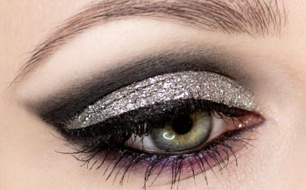 Karnawałowy makijaż z brokatem