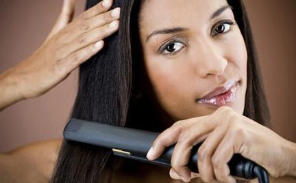 Jak nie zniszczyć włosów prostownicą