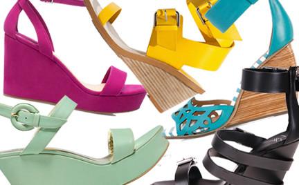 Kupujemy: sandały na koturnie