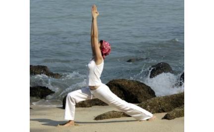 Joga i taniec współczesny nad morzem