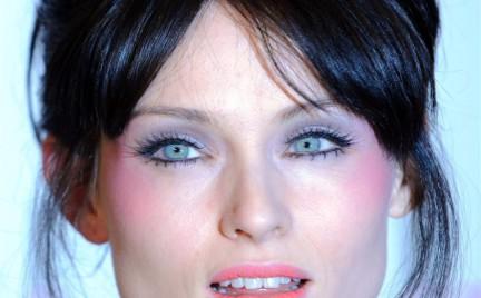 Krok po kroku: Makijaż inspirowany stylem Sophie Ellis Bextor