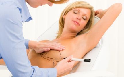 Snobka intymnie: 5 mitów o implantach piersi