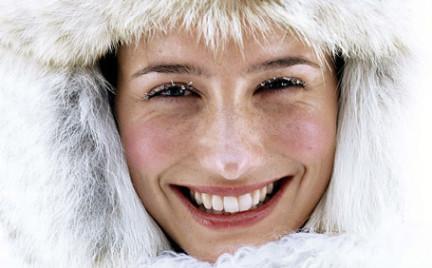 Zimowa pielęgnacja skóry. Jakich błędów się wystrzegać