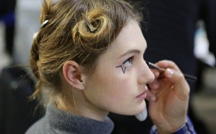 Trendy z wybiegów: tatuaże na twarzy