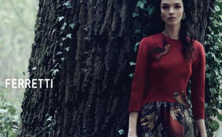 Piękna Mariacarla Boscono w kampanii Alberta Feretti