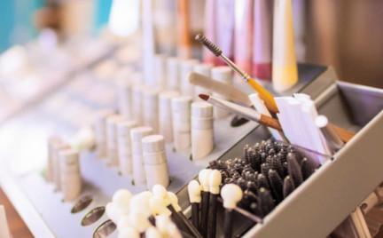 Nowości kosmetyczne: zoom na pielęgnację rzęs i skóry