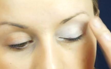 Makijaż dzienny kosmetykami mineralnymi BareFaced Beauty