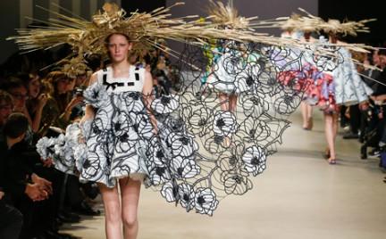 Najdziwniejsze kreacje z minionego Paris Haute Couture Fashion Week