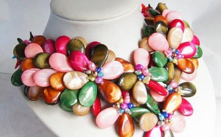 Gigantyczne naszyjniki Audrey Jewelry