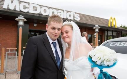 Snobka bierze ślub: ceremonia w fast foodzie. Dobry pomysł czy ostateczność