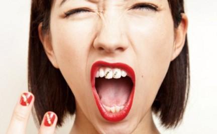 Tatuaż Na Zębach Snobka
