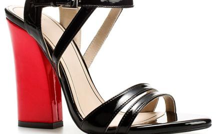 Czerwień i czerń: sandały Zara