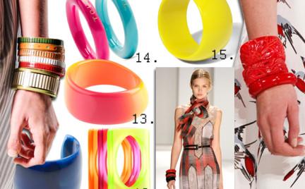 Moda z wybiegów: plastikowe bransolety