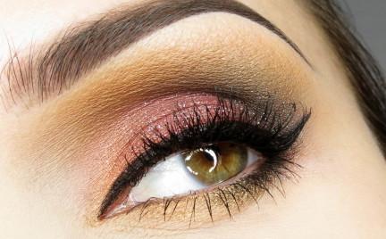 Makijaż: smokey dla niebieskich oczu