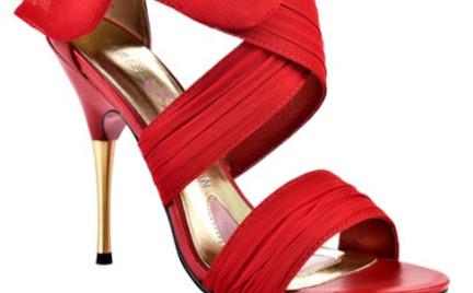 Buty jak z Hollywood: sandałki Paris Hilton