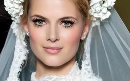 Trendy w makijażu ślubnym. Propozycje z wybiegów