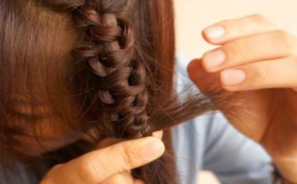 Niezwykła fryzura: wężowy warkocz