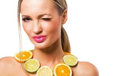 Jak zapobiegać powstawaniu zmarszczek na szyi i dekolcie
