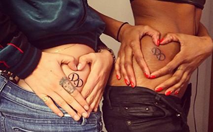 Tatuaż przyjaźni. Zobacz jak bardzo lubią się Cara Delevingne i Jourdan Dunn