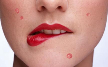 Makijaż który leczy. Propozycje kosmetyków zwalczających trądzik