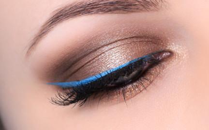 Makijaż: Błękitna kreska