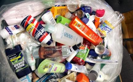 Kosmetyki w bagażu podręcznym. O czym pamiętać na lotnisku