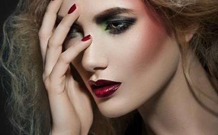 Krok po kroku: mocny dzienny makijaż