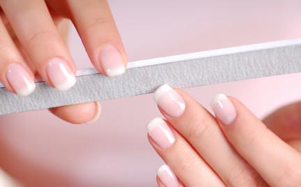 ABC Makijażu: Usuwanie przebarwień z paznokci