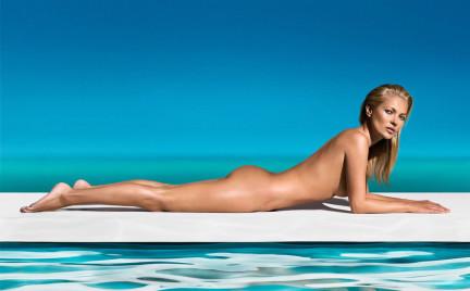 Naga Kate Moss i samoopalacze dla osób o skórze wrażliwej St Tropez