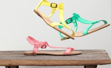 Eksplozja soczystych barw: sandały Pull Bear