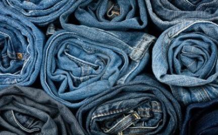 Co w sklepach piszczy: dżinsy rurki (ponad 40 propozycji )