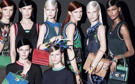 Trend na wiosnę: długie perfekcyjnie proste włosy