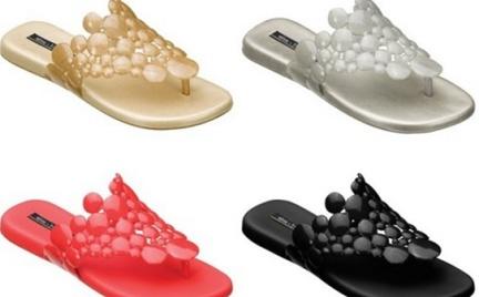 Wakacyjne klapki i sandałki Melissa