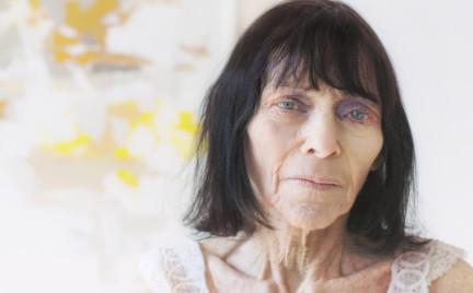 Babcia w makijażach z wybiegu