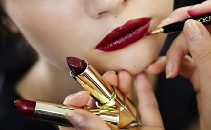 Jak nosić wyrazistą szminkę