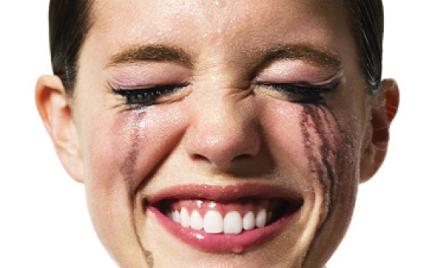 Dlaczego lepiej nie zapominać o demakijażu oczu